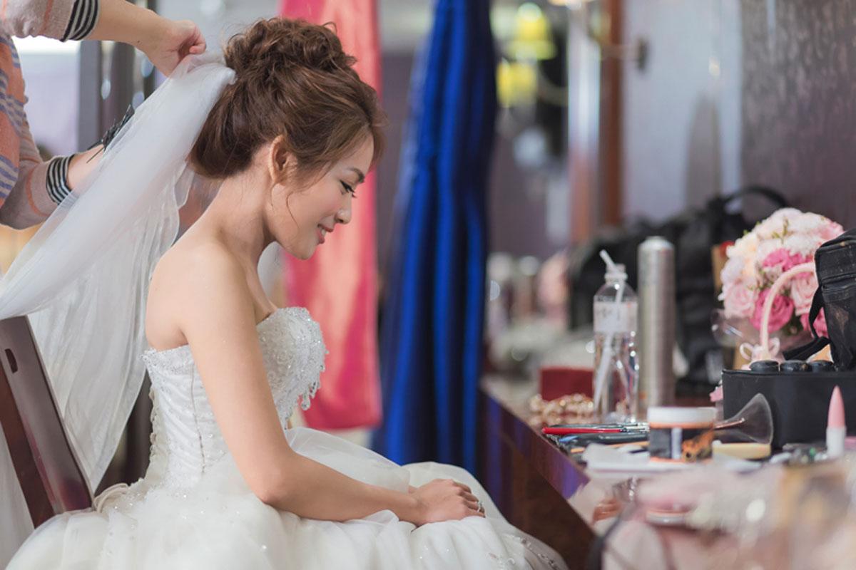 VIVI為新娘做造型
