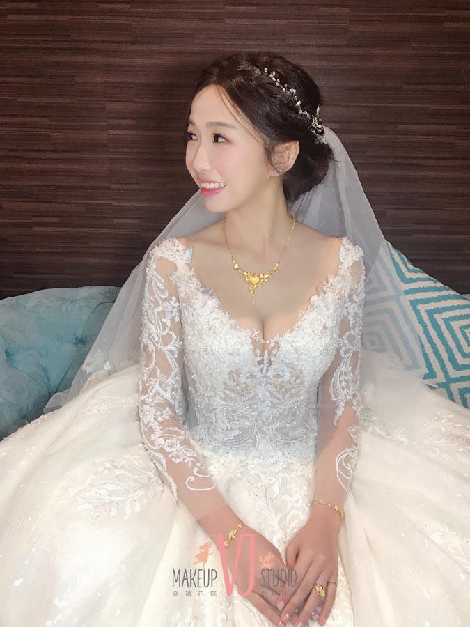 VIVI新娘芯怡